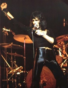 dd52a_1346873553_freddie_mercurys_best_outfits_large_msg_131517043638