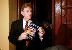 """FILE PHOTO -- David Duke, former Republican member of the Louisiana House of Representatives and former Grand Wizard of the Knights of the Ku Klux Klan, speaks to journalists on a street in central Barcelona, November 24, 2007, after the suspension of an initially planned news conference on the Spanish version of his book """"Jewish Supremacy"""" (Supremacismo Judio). REUTERS/Gustau Nacarino/File Photo - RTSJ8CH"""