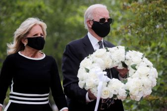 Democratic U.S. presidential candidate and former Vice President Joe Biden and his wife Jill visit the War Memorial Plaza during Memorial Day, amid the outbreak of the coronavirus disease (COVID-19), in New Castle, Delaware, U.S. May 25, 2020. REUTERS/Carlos Barria